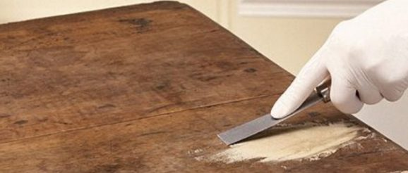 Réparation de bureau en bois