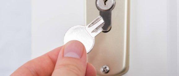 Une clé cassée dans la serrure