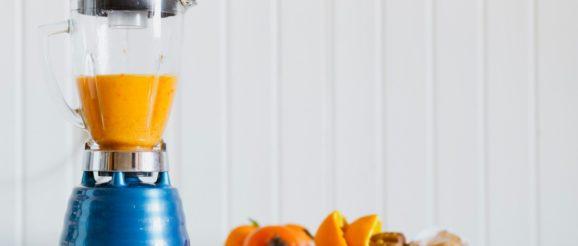 Robot mixeur avec smoothie orange
