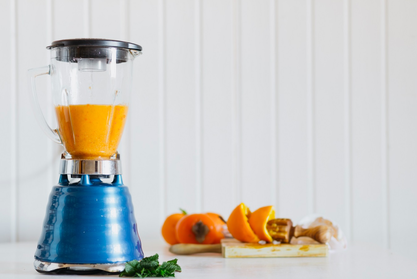 Robot mixeur avec smoothie orange