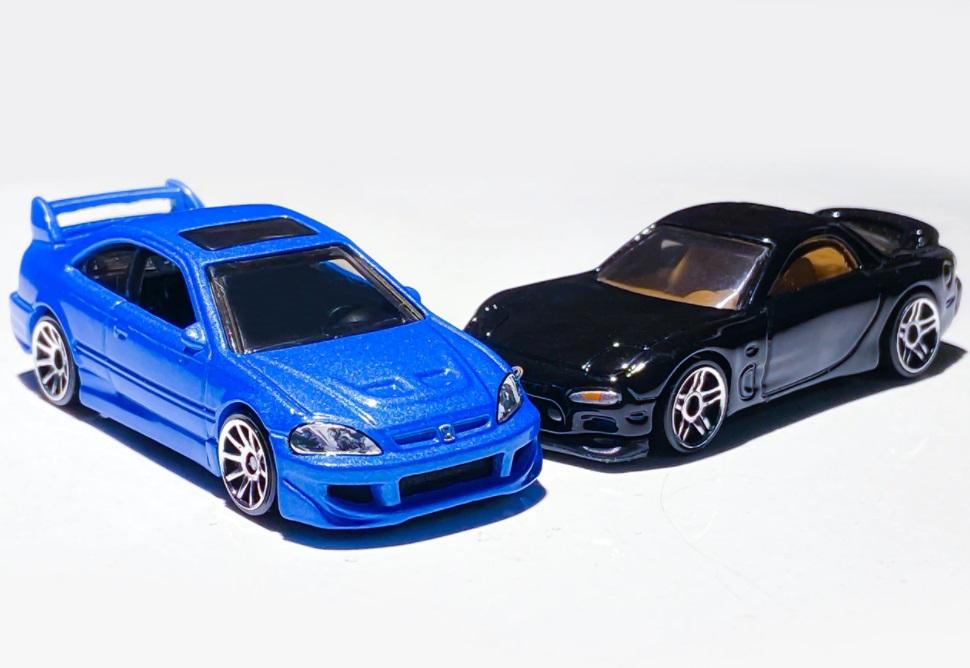 Voiture bleue et voiture noire