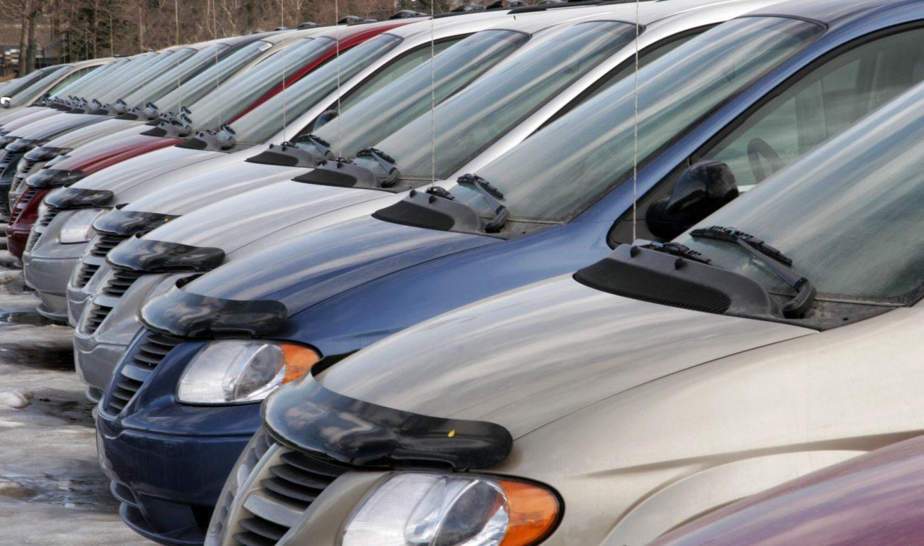 des voitures alignés