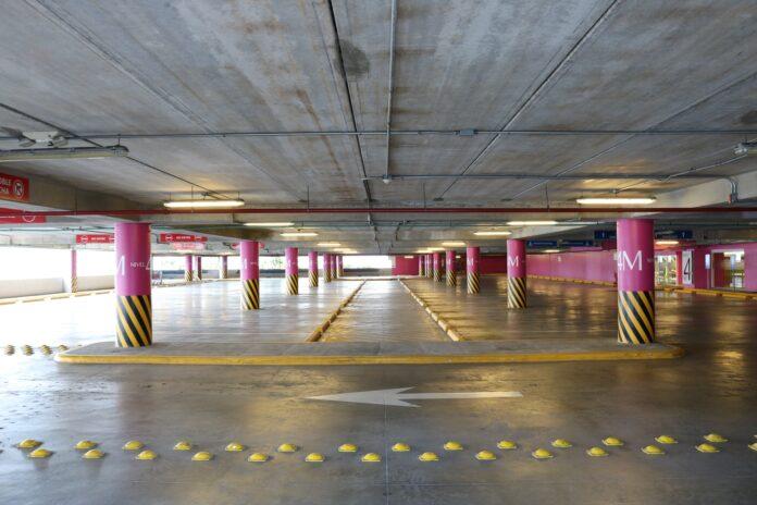 parking couvert vide stationnement disponible
