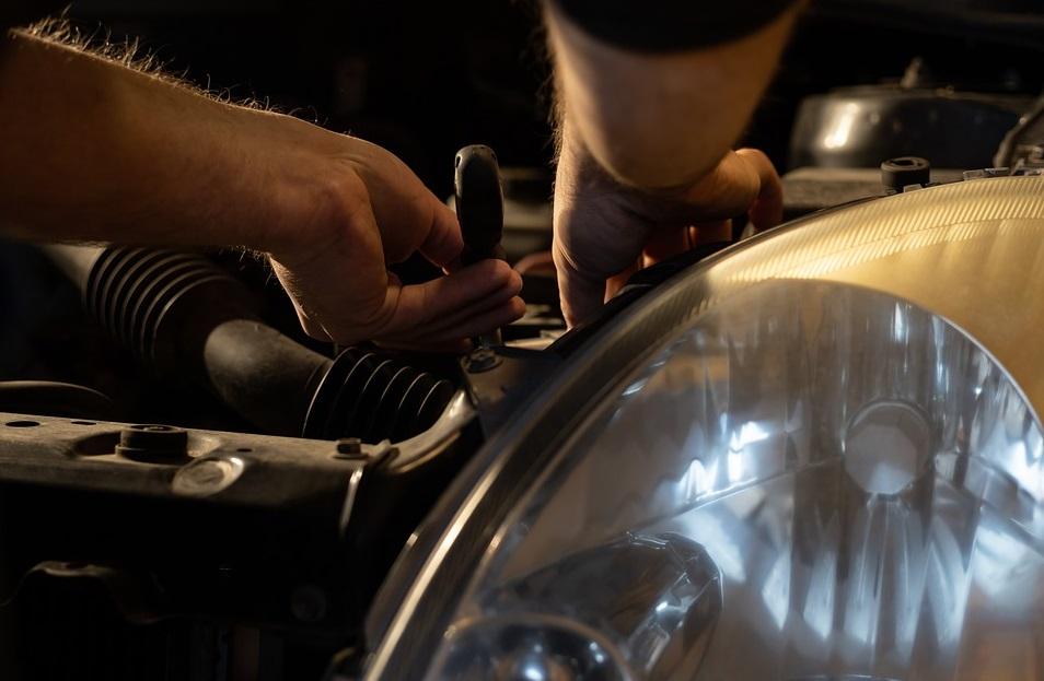 réparation voiture moteur outils